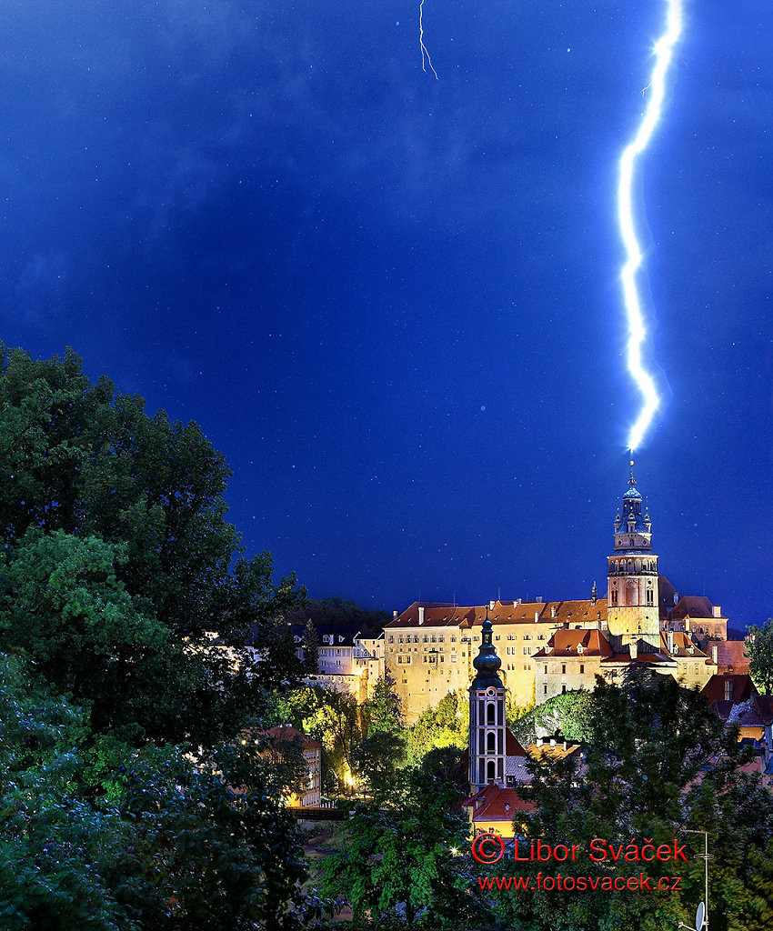 Úder blesku do věže do věže Státního hradu a zámku v Českém Krumlově